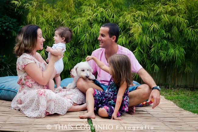 Casa, Filhos e Cachorro em Ensaio Fotográfico Família