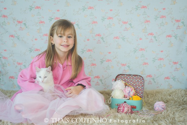 fotografia infantil menina e gato